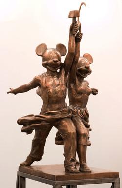 Kosolapov Alexander - Mickey & Minnie, Farmer & Worker h. cm. 180.jpg