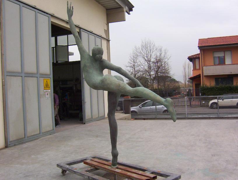 Manzi Antonio - Ballerina h. cm. 250, installata a Campi Bisenzio (FI)