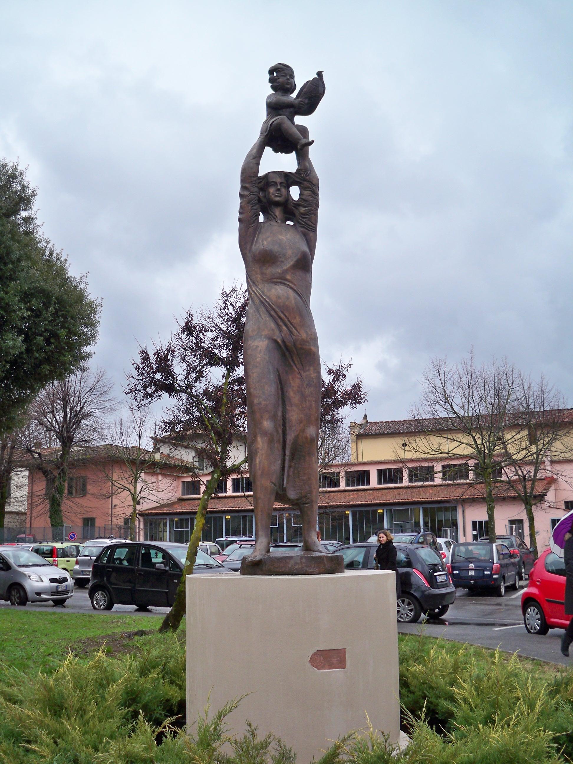 Vivarelli Jorio - Inno alla Vita h. cm. 350 - collocata all'ospedale S. Jacopo