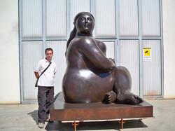 Fernando Botero - Donna seduta - Seated Woman h. cm. 300 (13).jpg