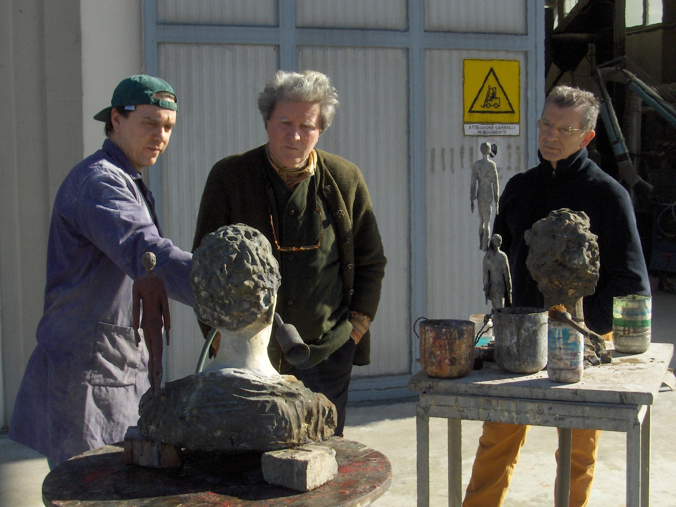 Roberto Barni con Aldo Busi in visita alla Salvadori Arte
