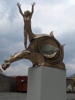 Bruno Edoardo - Donna con drago h. cm. 200 -installata presso la sede della Prov