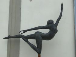 Manzi Antonio - Ballerina 2 h. cm. 200, installata a Lastra a Signa (FI) .JPG