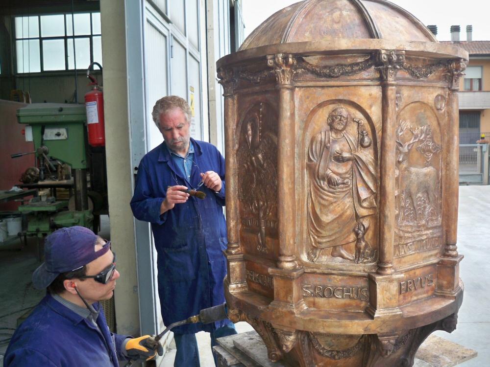 Bruno Edoardo  - Patinatura del  Ciborio (arredo liturgico) in bronzo