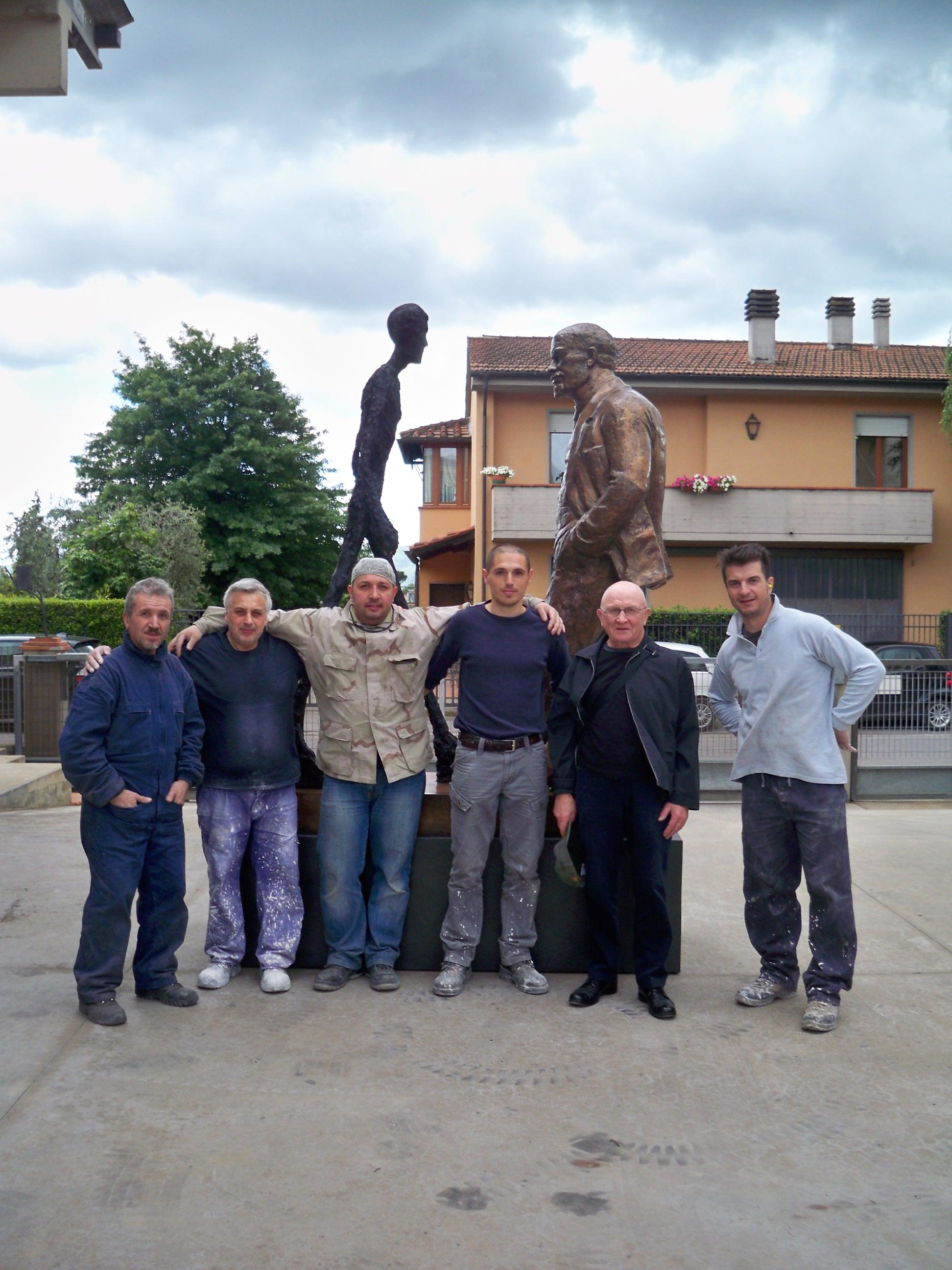 Sokov Leonid con le maestranze della Salvadori Arte