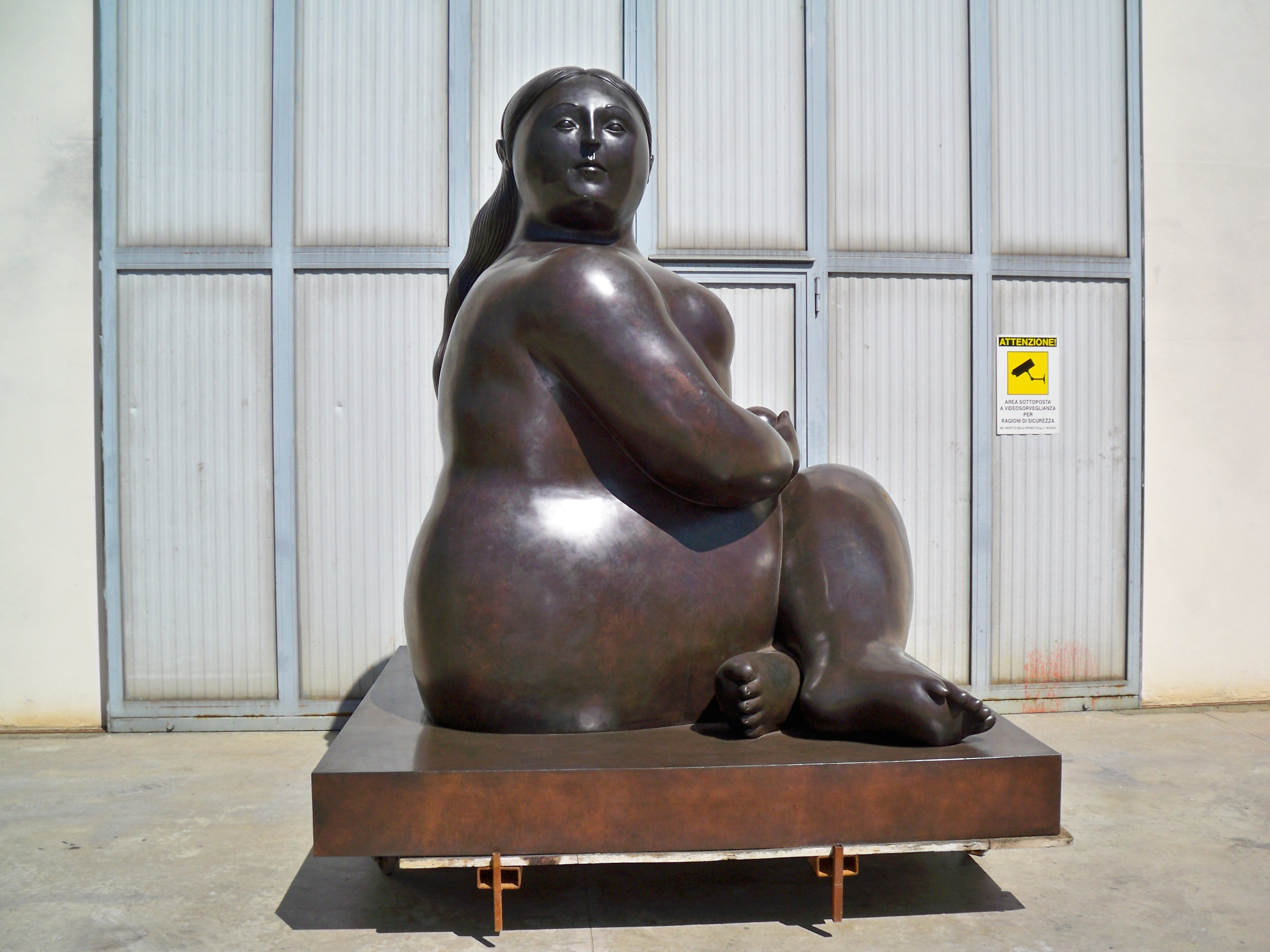 Fernando Botero - Donna seduta - Seated Woman h. cm. 300