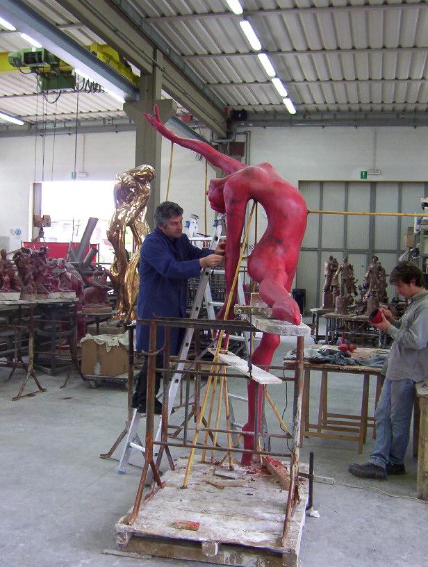 Manzi Antonio al lavoro alla Salvadori Arte alla Ballerina h. cm. 250