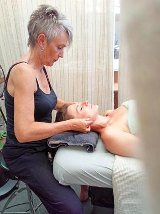 Espace Soin: Modelage du corps et du visage par Elisabeth