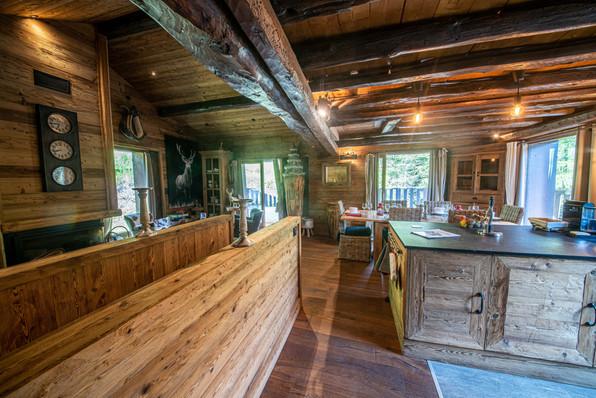 vue sur la cuisine de la chambre à l'étage