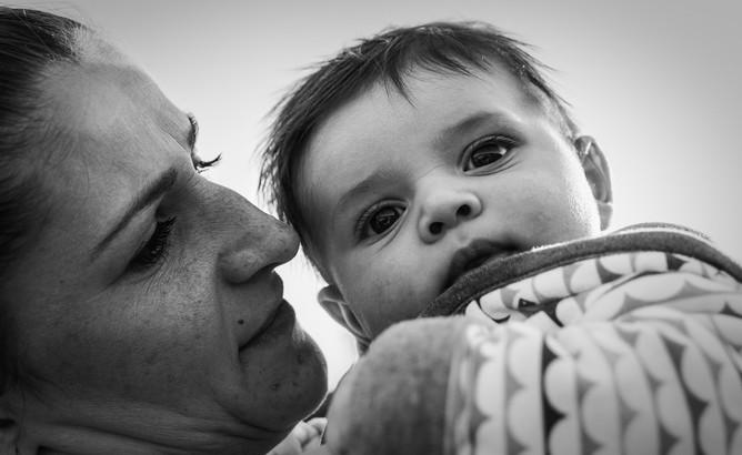 Rodinné foto matka s novorozencem