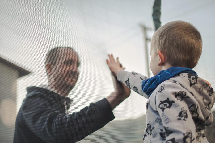 Otec si plácne se synem