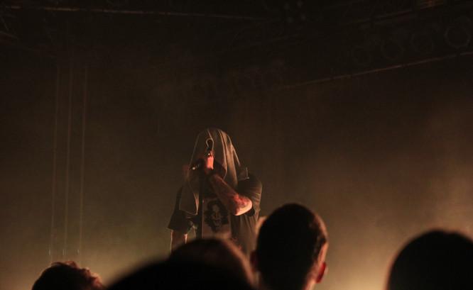 Frontman kapely Being As An Ocean Joel Quartuccio na koncertě v Praze