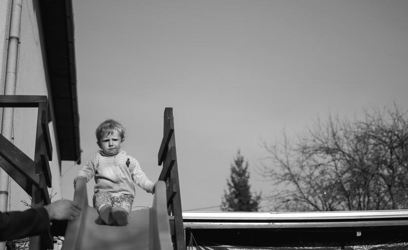 Dítě na skluzavce