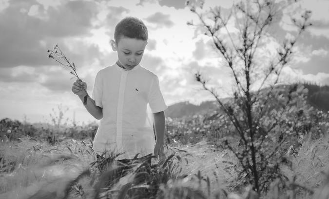 fotografie chlapce v přírodě