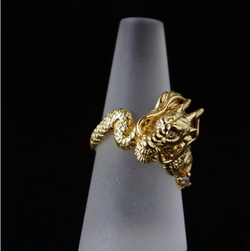 水晶を持った龍の指輪