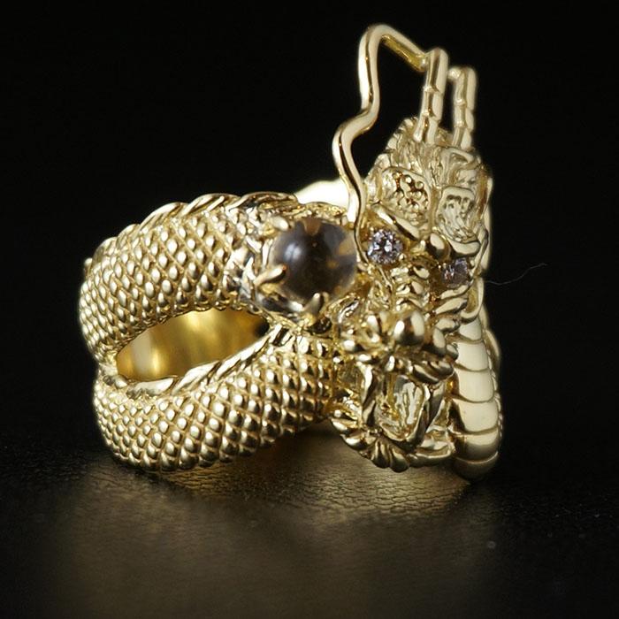 ダイヤを持った龍のリング