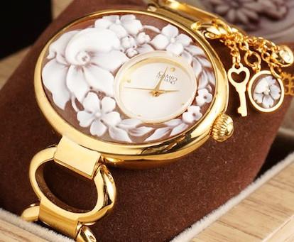 ブレスレットタイプのカメオ時計