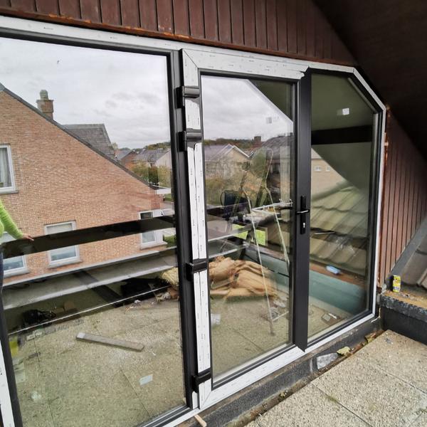 Plaatsing van ramen en deuren (aluminium)