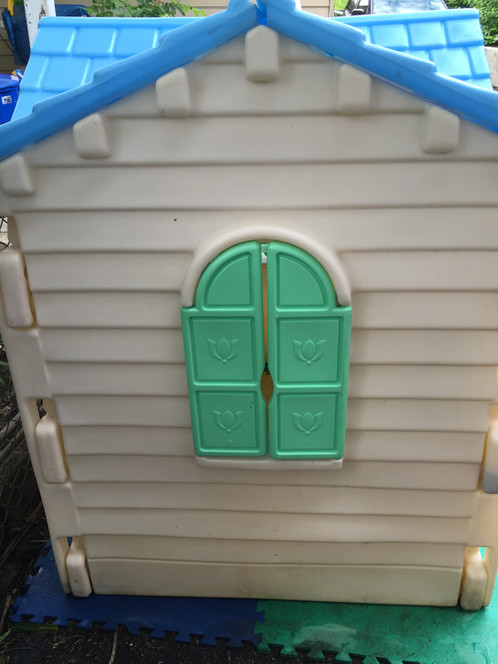 Cosy Little Tikes Home Garden Playhouse.  125 00 Little tikes Country Cottage Playhouse vintage they don t make them like this anymore Large play cottage features classic country styling kidsheaveninlisle
