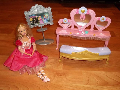 Barbie 12 Dancing Princesses Vanity Set