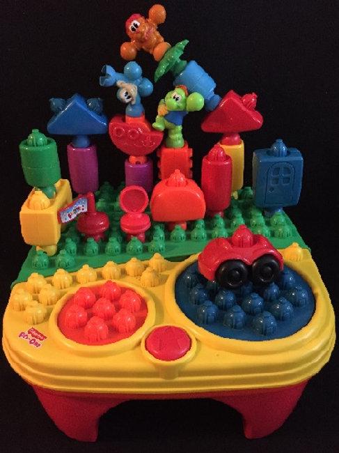 Fisher-Price POP-ONZ Pop 'n Twirl Building table
