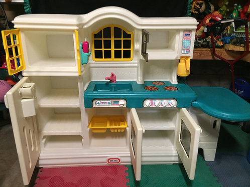 Little Tikes Country Kitchen food and dishes included