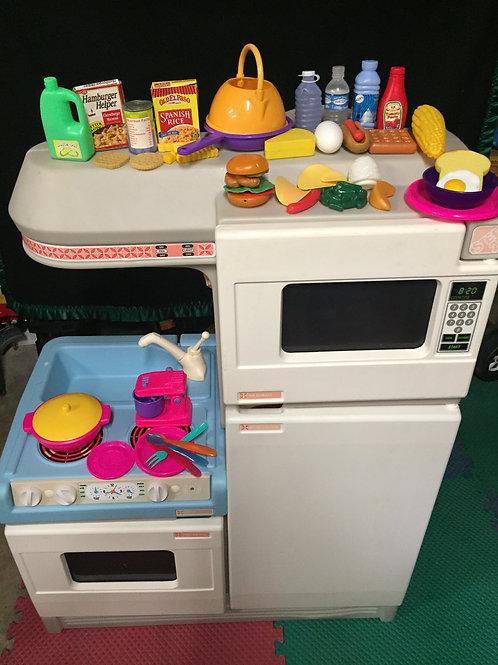 Step 2 Full Kitchen(Stove Oven Fridge Microwave Clock Counter)vintage