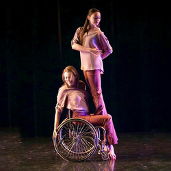 MOMENTA Dance Company Flow: photo by Lisa Green