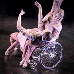 MOMENTA Dance Company, Flow, photo by Lisa Green