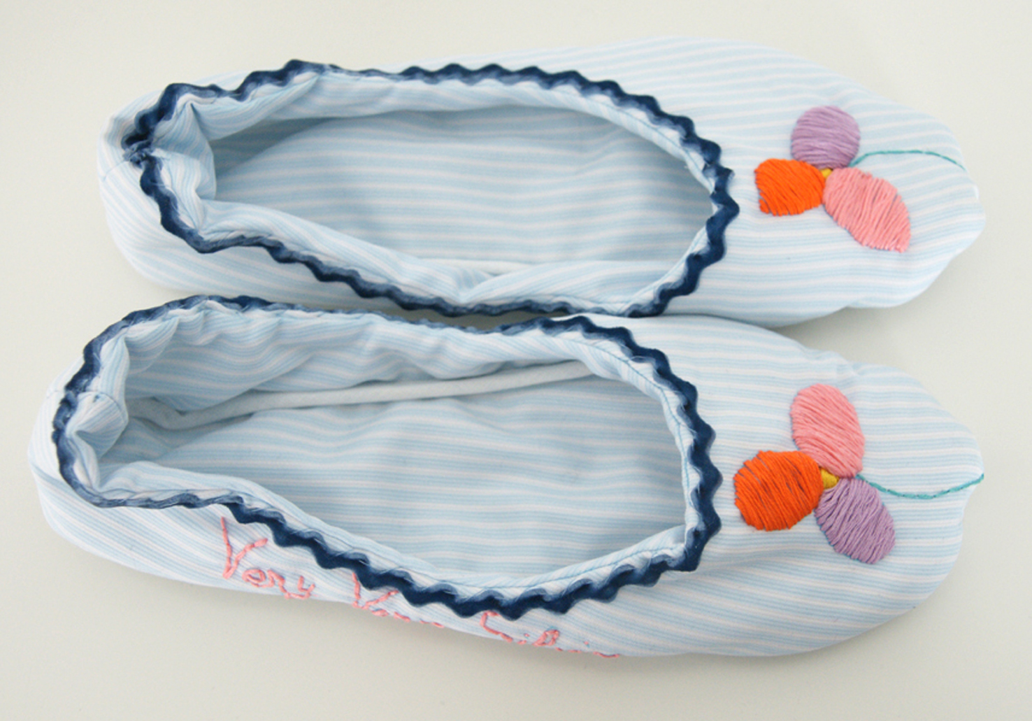 Zapatillas bordadas a mano