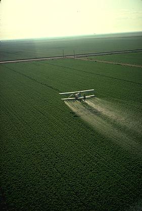 Cropduster_spraying_pesticides.jpg