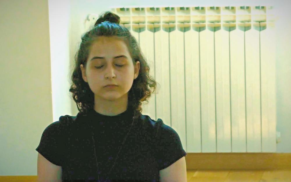 Elma se koncentrira za ulogu na teen kampu 2020, dramski studio MojaScena, Zagreb.