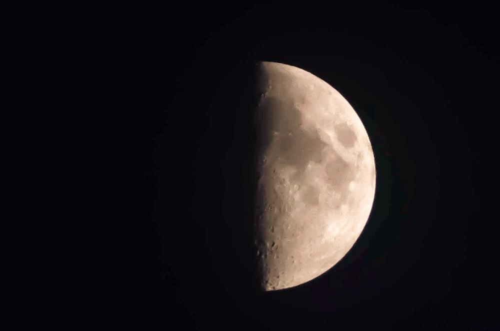 simbolismo de la luna en cuarto creciente. Cuarto creciente en cáncer. La luna y su simbolismo. Aprender astrología. Estudiar astrologia. Cursos de astrología