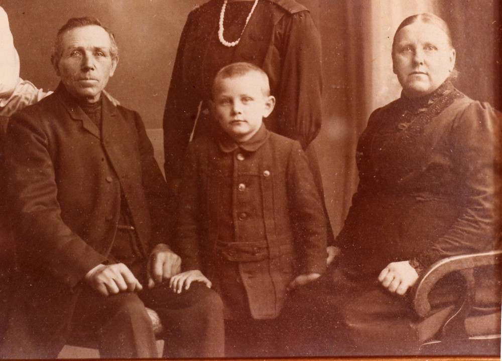 Claus and Christine Trede with grandson Claus c1919