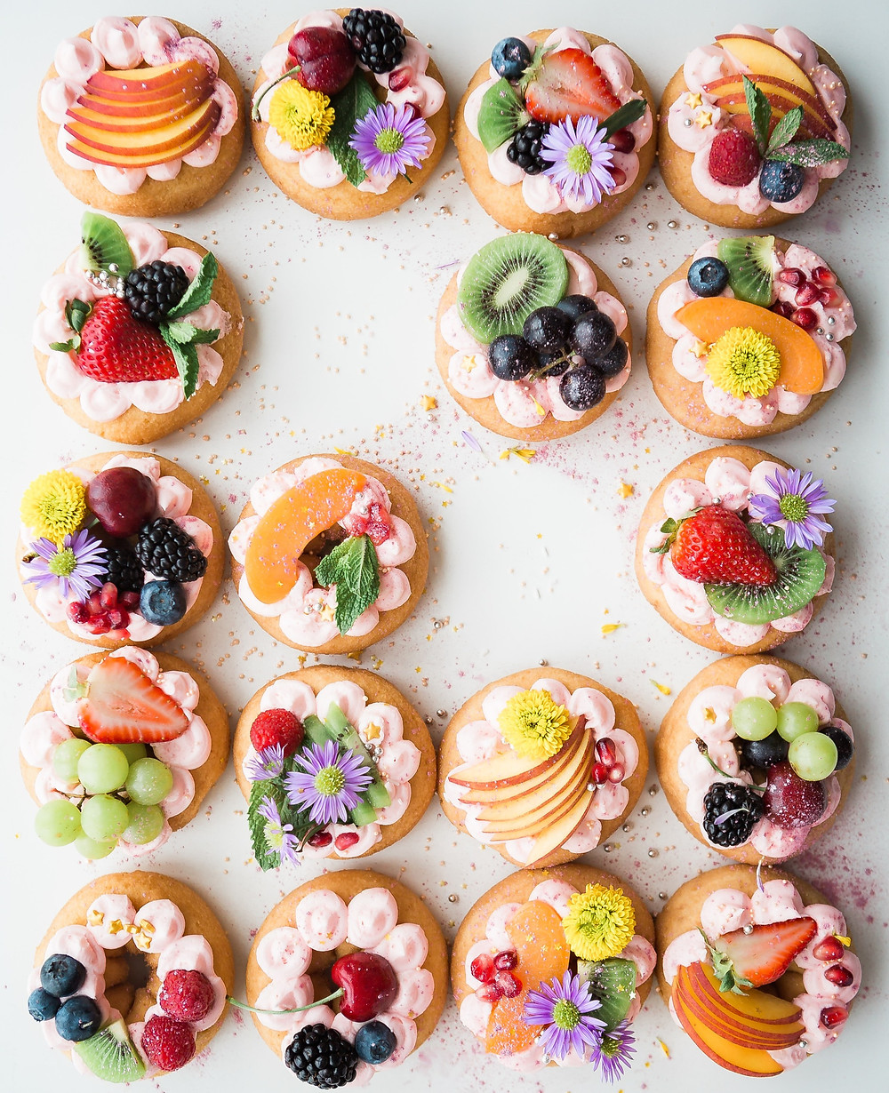 Donuts-filled-with-cream-and-decorated-with-flowers-and-fruit