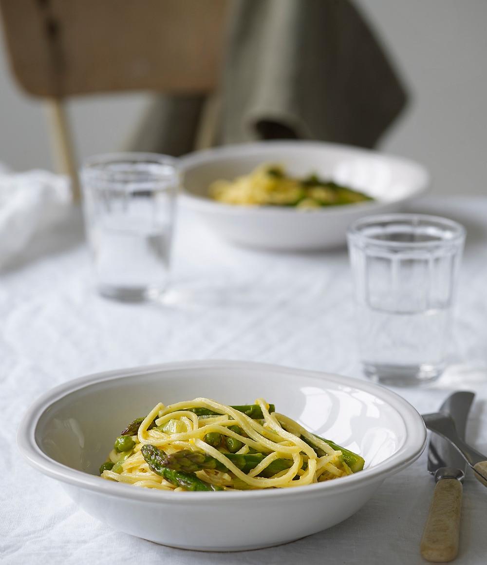Vårlig pasta med asparges