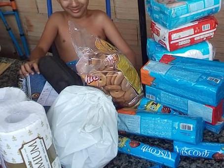 Doações entregues na casa do iluminado garoto Cristian