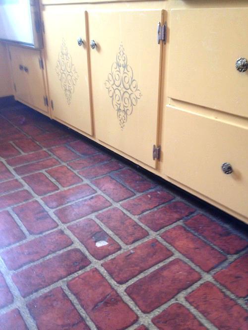 fake floor, brick linoleum, out dated kitchen, timeless kitchen, home design