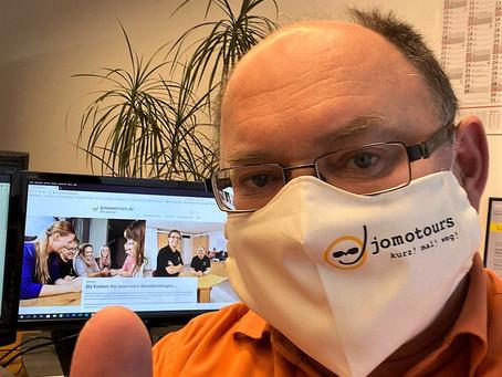 Zwei jomo-Masken zu gewinnen!