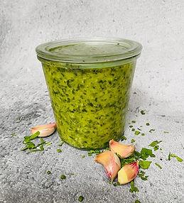Gardi adžika su žaliosiomis paprikomis ir česnaku ne tik žiemai