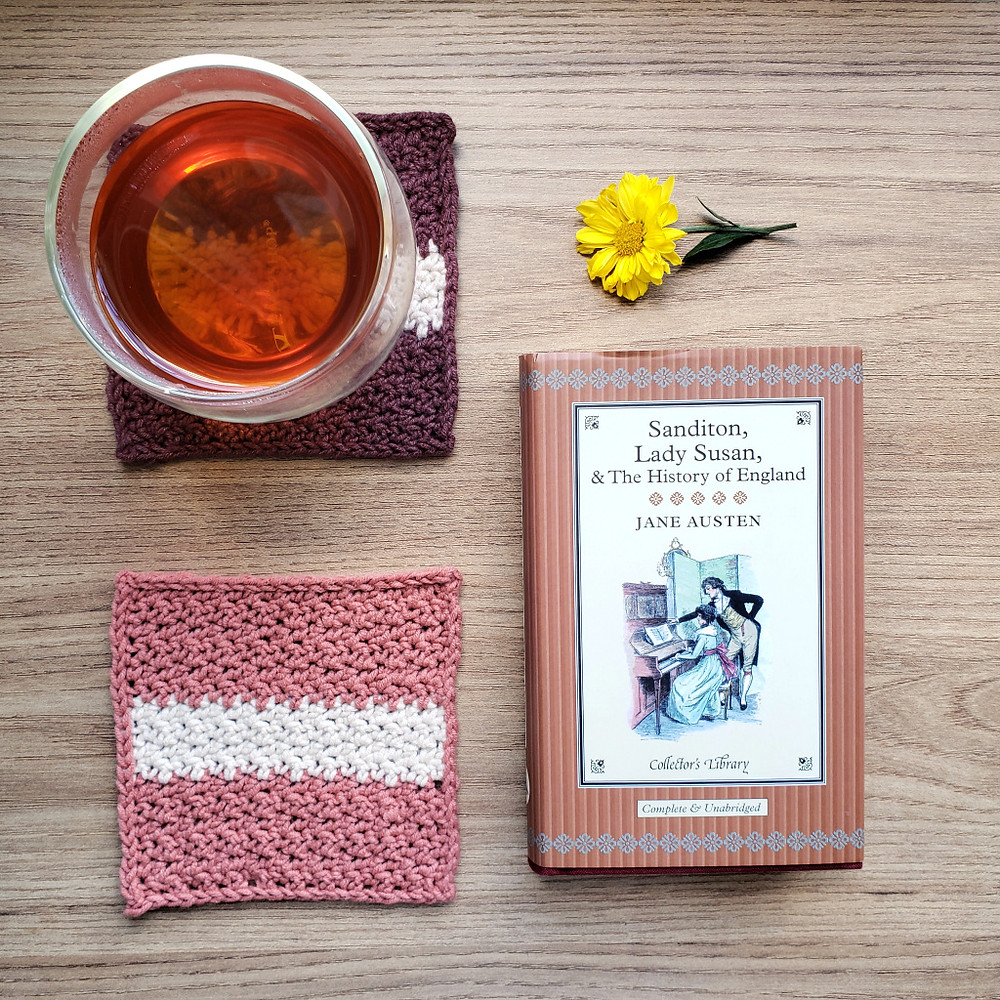 cha e porta-copos de croche com livro da Jane Austen
