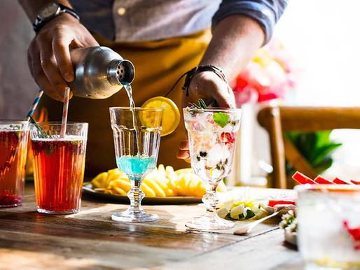 Ingredientes esenciales para preparar cócteles