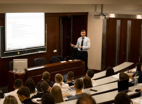«Лабиринт финансовой жизни»: как стать экспертом в отрасли