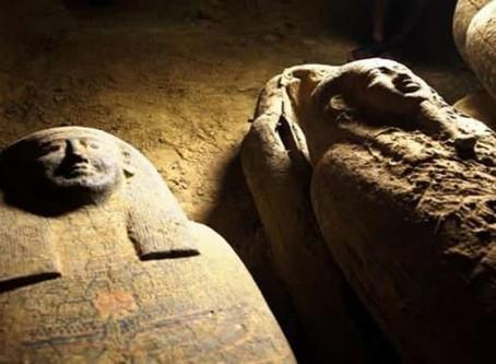 Hallan 27 sarcófagos intactos de hace 2.500 años en Egipto