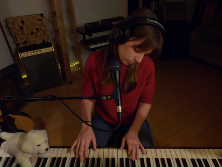 LIVE REVIEW: Angie McMahon Online Solo Piano Concert