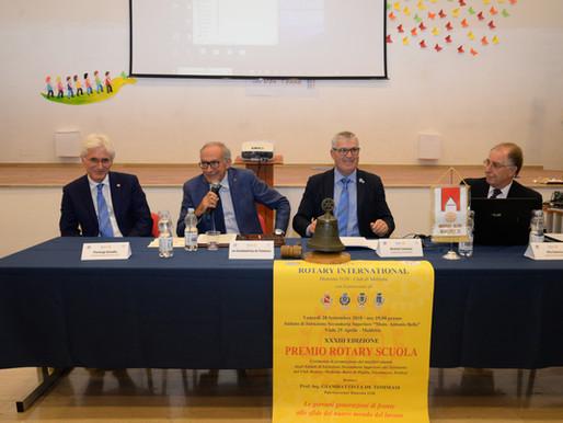 Consegnati i premi Rotary Scuola 2018 Relazione di Titta De Tommasi          sul futuro dei giovani