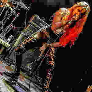 Female singer/vocalist of thrash metal and black metal live