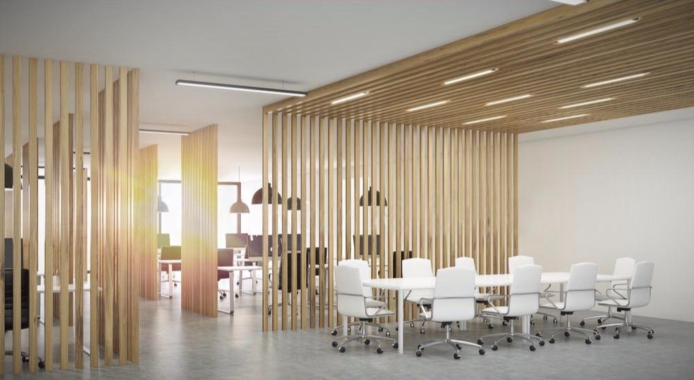Reforma de oficina con mamparas divisorias a medida mediante listones de madera.