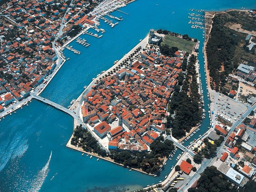 How to travel from Split to Trogir?