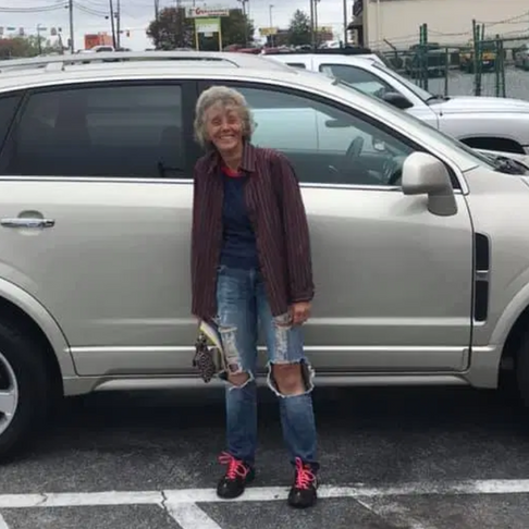 After Seeing a FedEx Worker Walk 12 Miles Home for Months, Co-Workers Rally to Buy Her a Car
